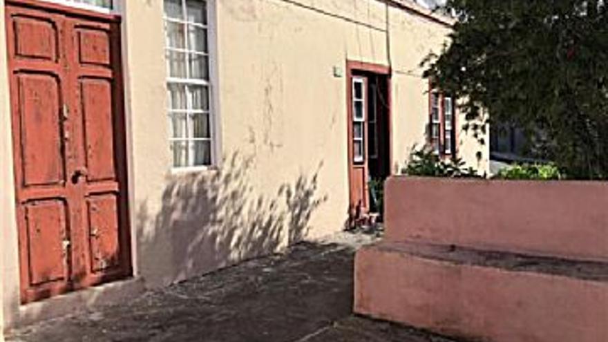 110.000 € Venta de casa en Fuencaliente de la Palma 1000 m2, 3 habitaciones, 1 baño, 110 €/m2...