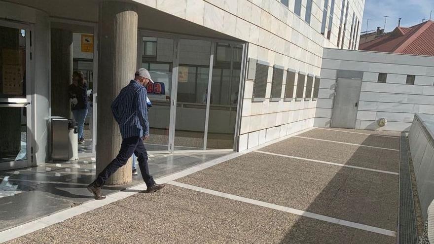 Un exmonitor d'un institut de Lleida accepta un any de presó per enviar fotos sexuals a unes alumnes