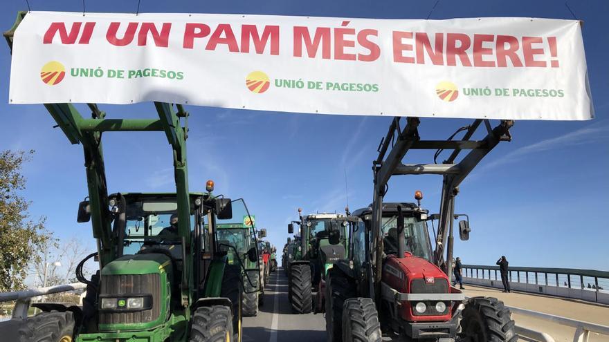 Unió de Pagesos mobilitza 120 tractors i 70 vehicles per tota la demarcació gironina