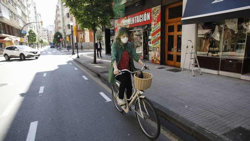 """Los ciclistas recelan del primer ciclocarril por """"ir por la izquierda"""""""