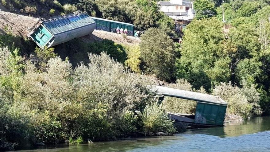 Adif formaliza la adjudicación de las obras de recuperación de daños por el descarrilamiento de un tren en Valdeorras