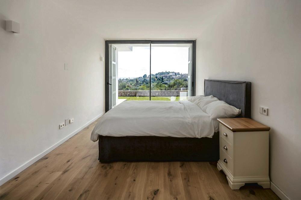 La casa: Minimalismo al estilo mediterráneo en Establiments