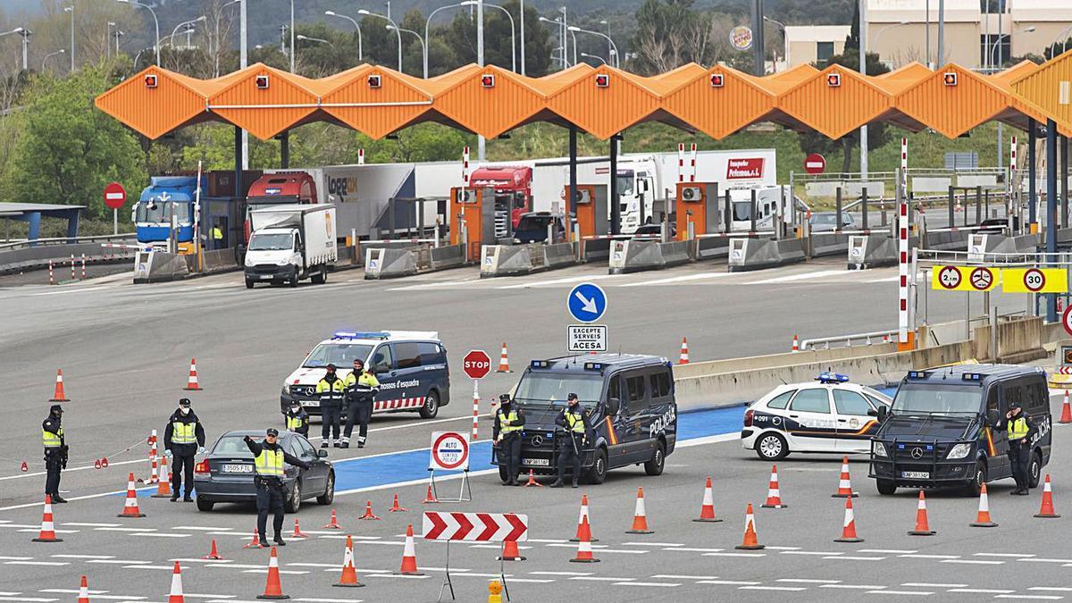 Control policial conjunt al peatge de la Jonquera de la Policia Nacional i els Mossos   JOSEP RIBAS