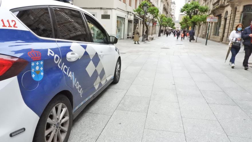 Interceptada una conductora ebria que se dio a la fuga tras colisionar contra dos coches aparcados en Ourense