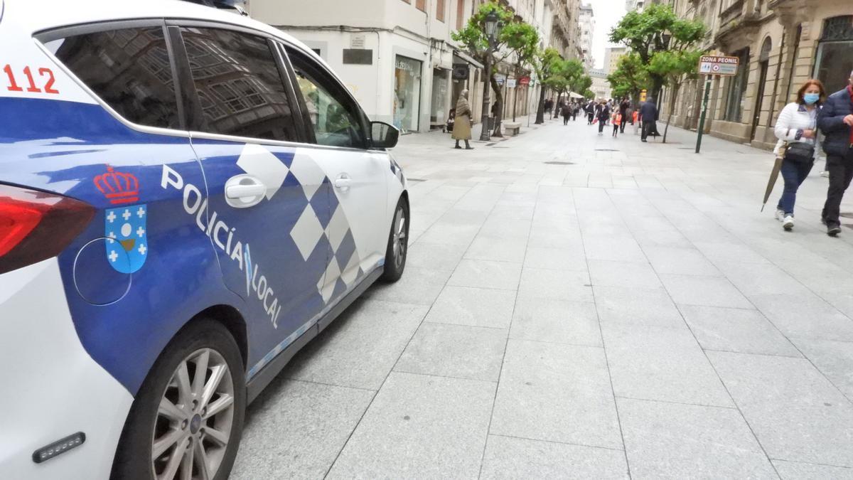 Un coche de la Policía Local de Ourense.