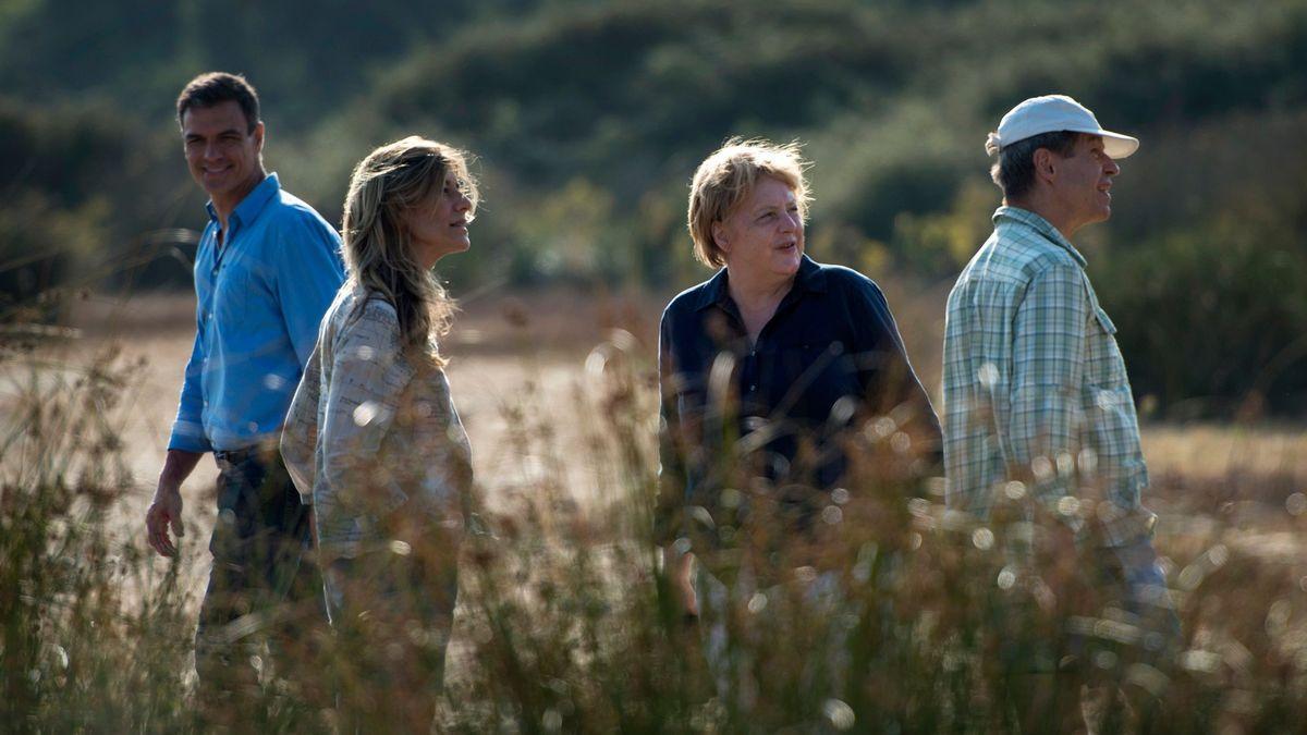 Pedro Sánchez y su mujer Begoña Gómez visitan Doñana en 2018 acompañados por la canciller Angela Merkel y su marido Joachim Sauer.