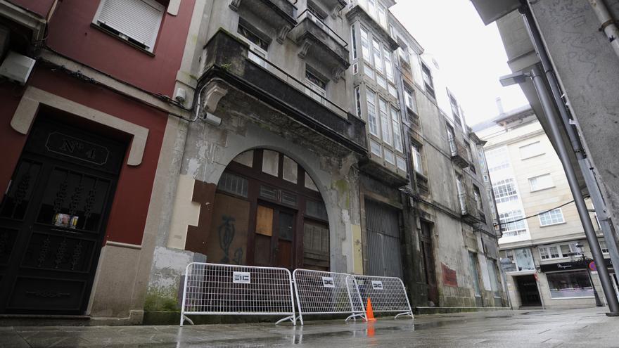 Acordonan varias viviendas en mal estado del casco urbano de A Estrada