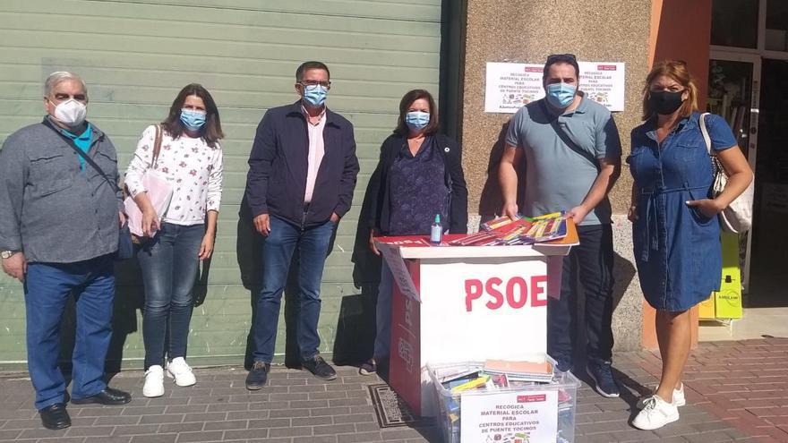 El PSOE recoge material escolar en Puente Tocinos