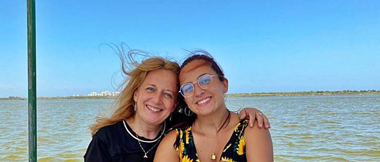 Adela Ruiz publica su libro «Mare, conta'm un conte»