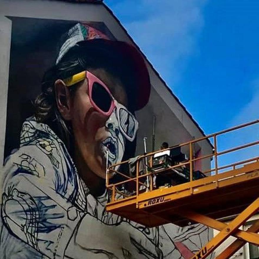 Uno de los murales en pleno desarrollo, hace meses.