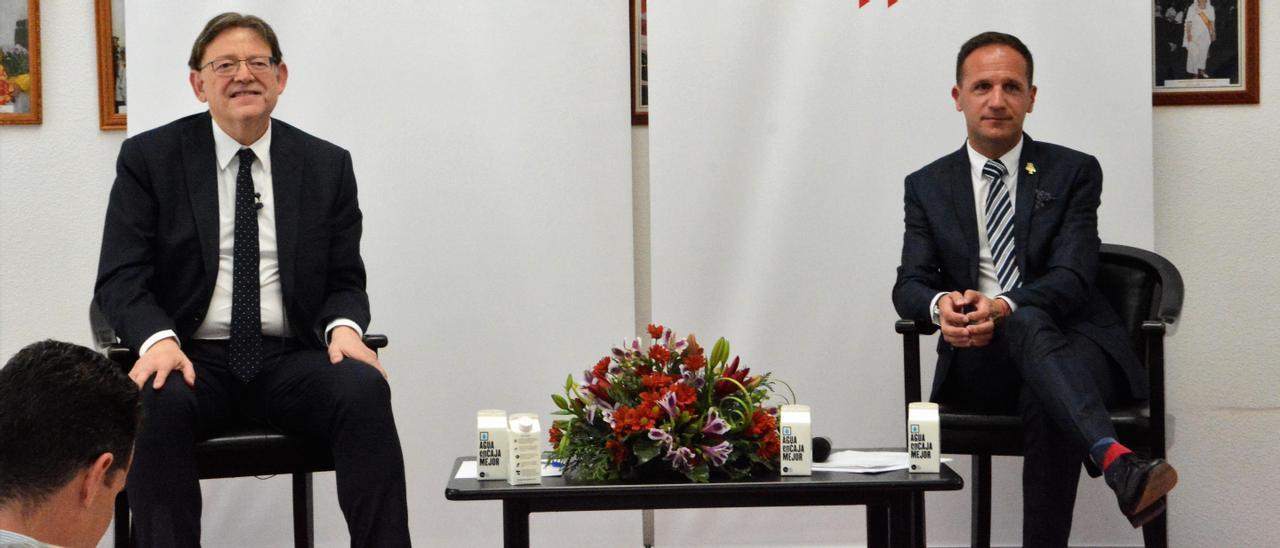 El presidente de la Generalitat Valenciana, Ximo Puig, con el alcalde de Pinoso, Lázaro Azorín.