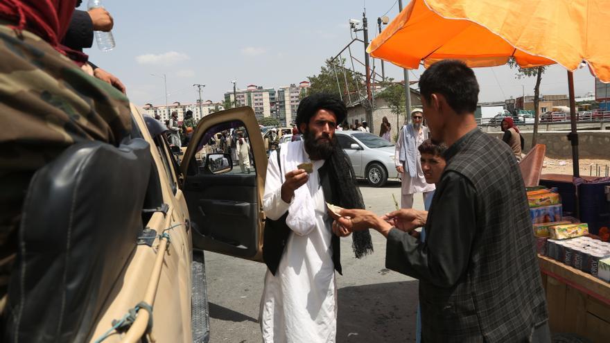 El FMI bloquea la ayuda de 400 millones de dólares a los talibanes tras su ascenso