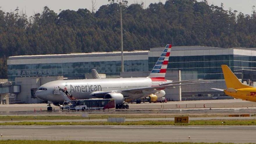 Cancelan la salida del avión que aterrizó de emergencia en Santiago por humo en la cabina