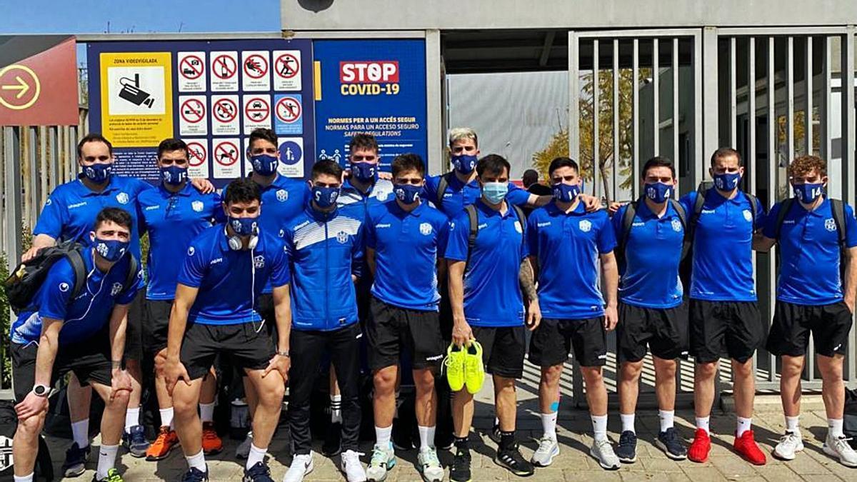 Foto de equipo del Atlético Benavente en su visita a Barcelona.