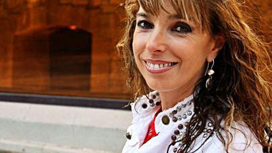 El cine Fantasio de Navia acoge mañana un concierto de Tina Gutiérrez