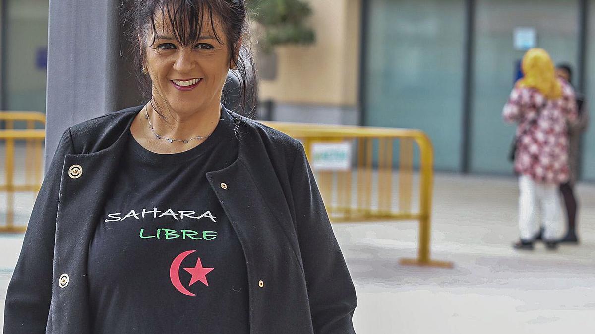 The president of the Elche Sahara Aid Association, Angela Carrillo, yesterday.  |  ANTONIO AMORÓS