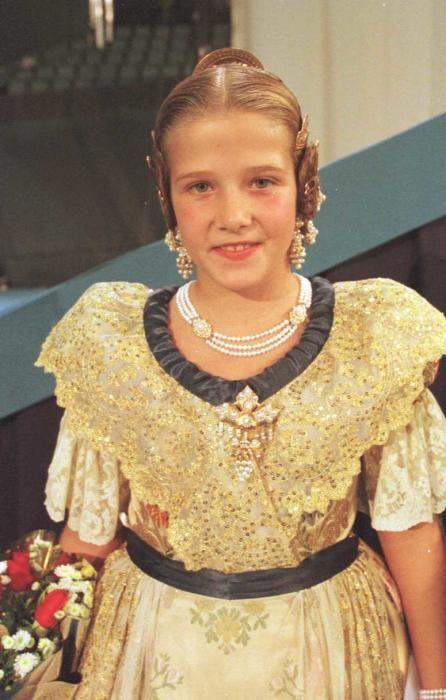 Corte 2001. La corte infantil ha pasado a la historia por sus numerosos e ilustres «comebacks». ¿Quien es esta niña?