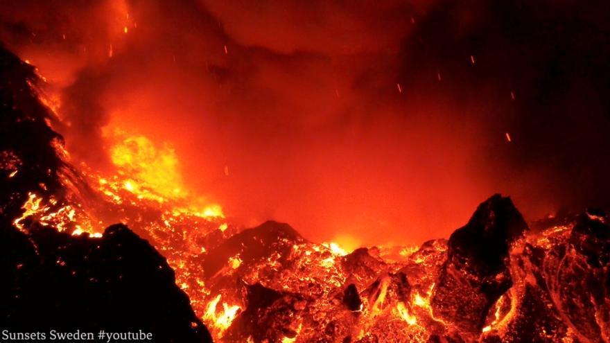 El volcán de La Palma está en fase efusiva, expulsa más lava y registra menos explosiones