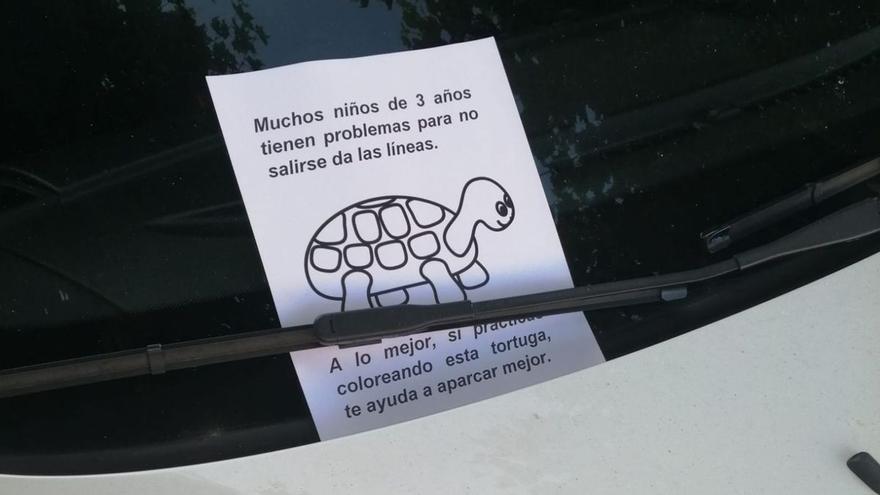 La egoísta forma de aparcar de un conductor que indignó a los vecinos