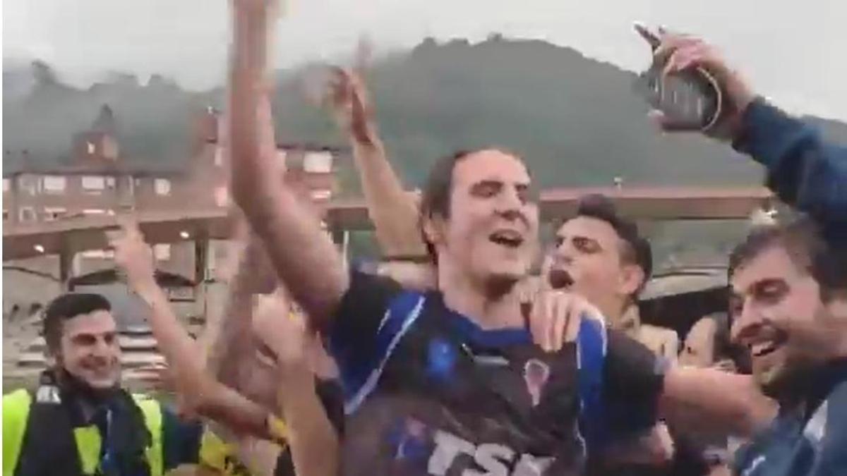 Una imagen de la celebración del ascenso del TSK Roces