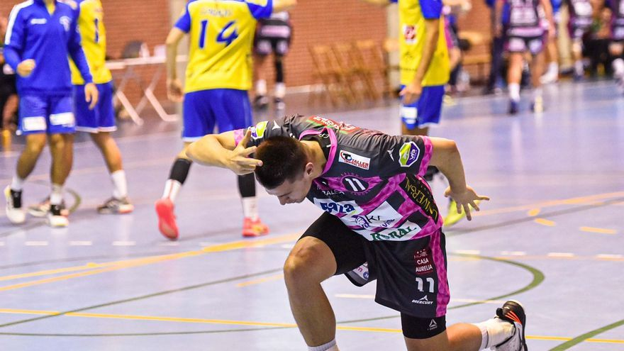Primer triunfo para el Balonmano Zamora (26-29)
