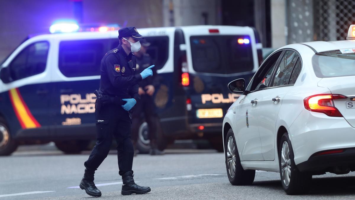 Imagen de archivo de un control de la Policía Nacional en Vigo.