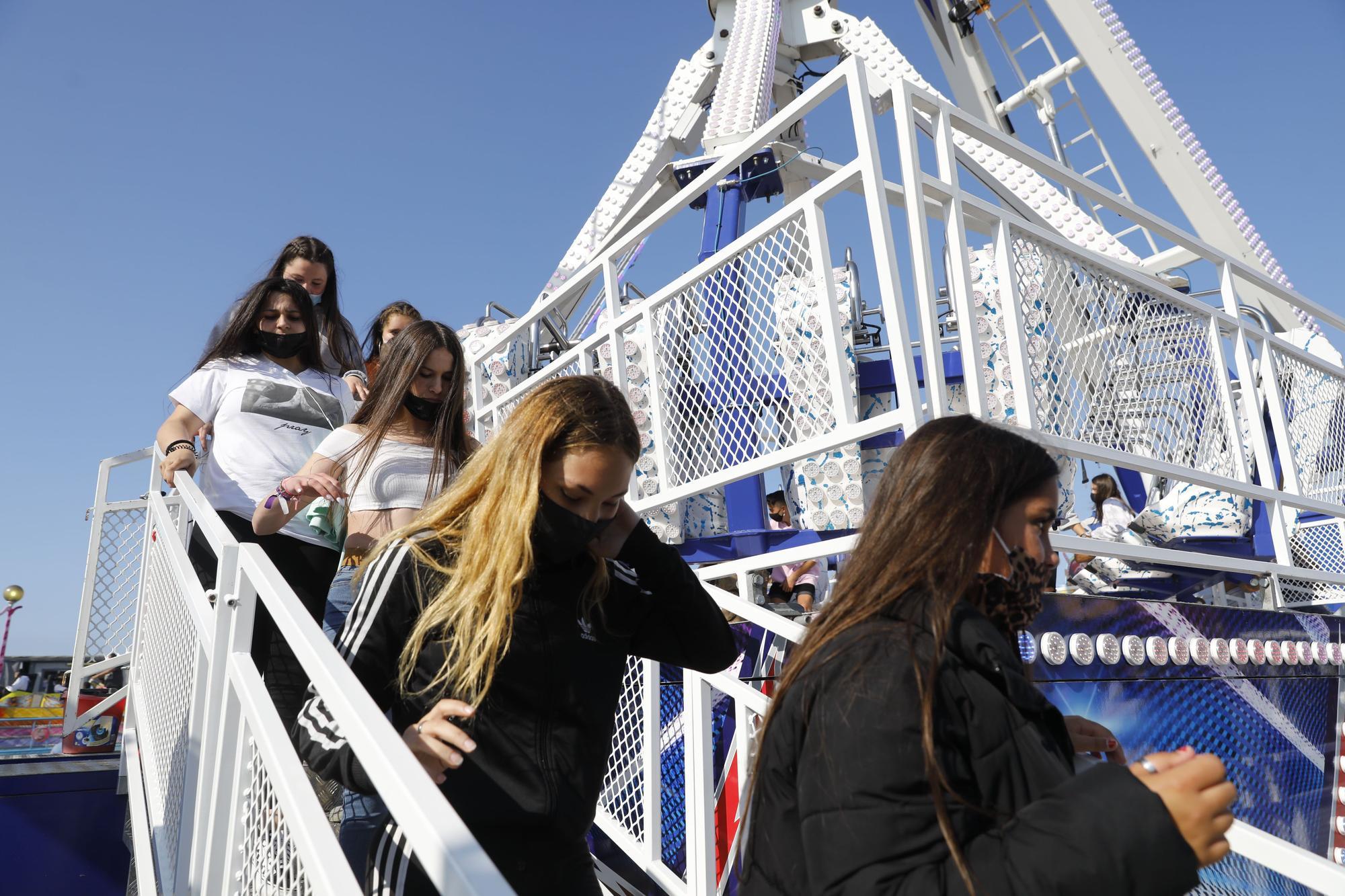 Arranca la diversión en las atracciones de Naval Gijón