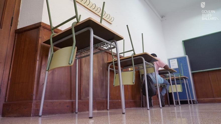 Cinco aulas de dos colegios de Esparragalejo y Miajadas pasan a formación online