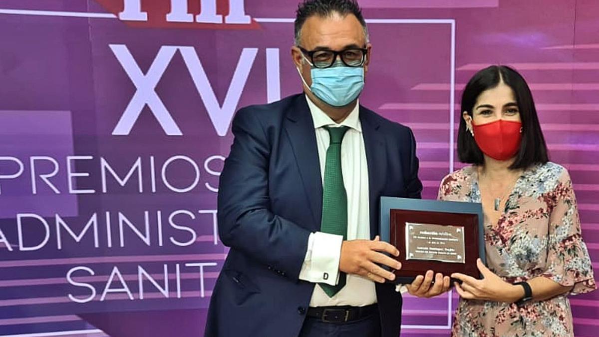 Conrado Domínguez and Carolina Darias during the award ceremony.  |  |  LP / DLP
