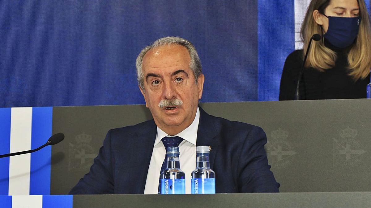 El presidente del Deportivo, Antonio Couceiro, en la junta de accionistas del martes.    // RCD