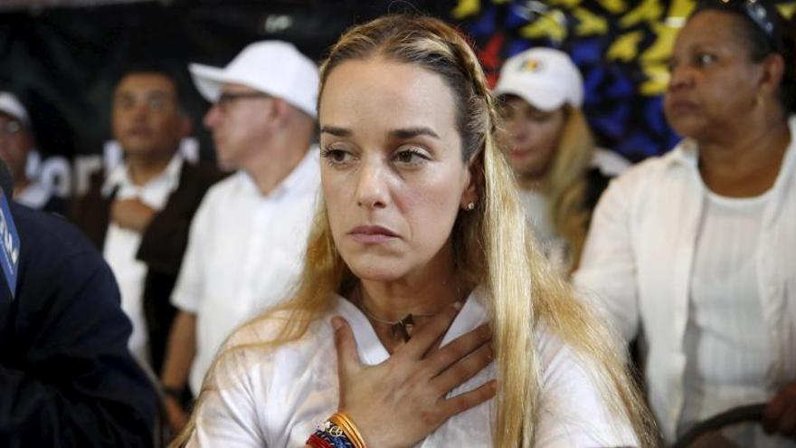 Lilian Tintori, dona de Leopoldo López, i la seva filla arriben a Espanya