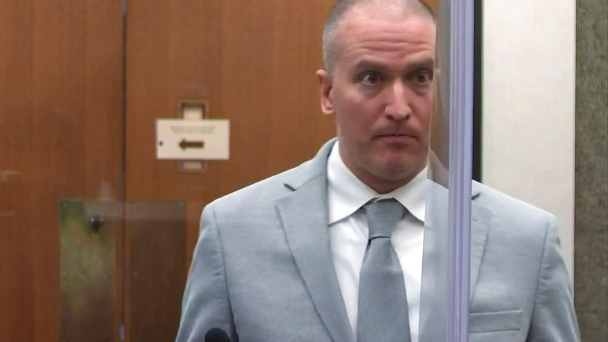 22 anys i mig de presó per a Derek Chauvin, el policia que va matar George Floyd
