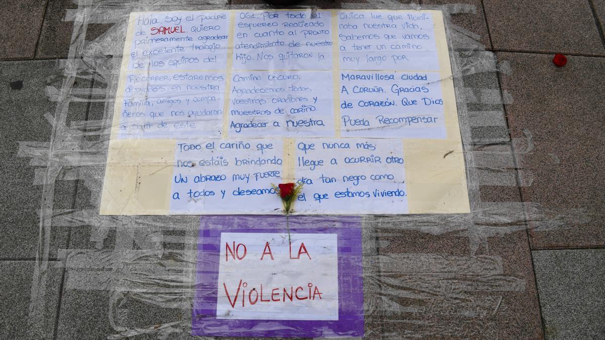 Mensaje del padre del fallecido por la paliza en el lugar de la agresión, en la avenida de Buenos Aires.
