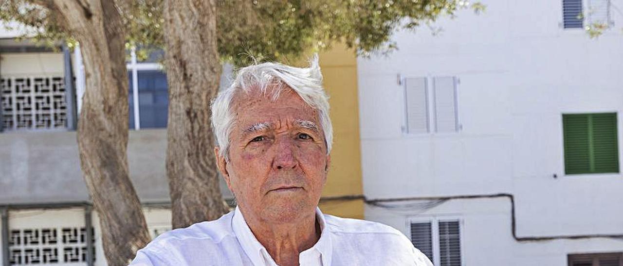 Miguel Rives, en la plaza de la Barriada de las 90 Viviendas. | | LP/DLP