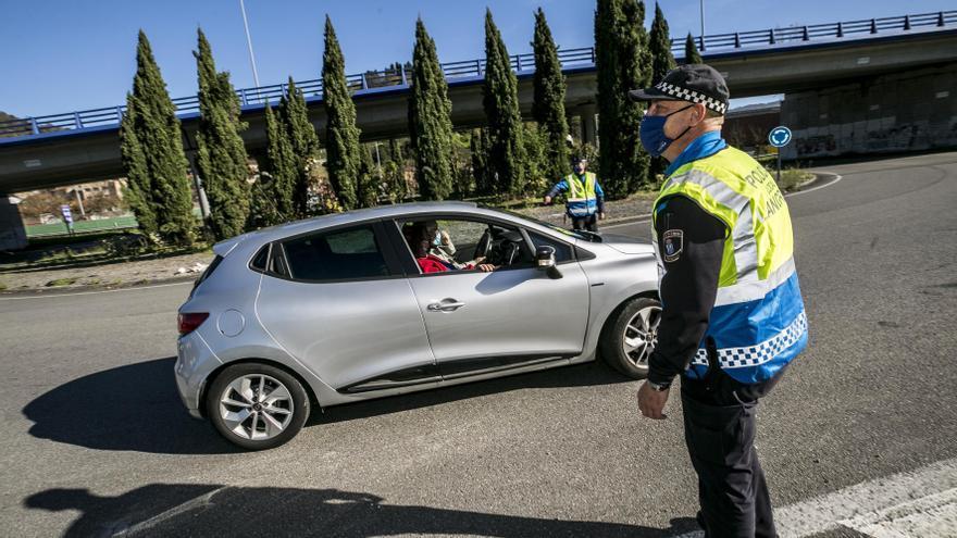 Detenido un conductor en Langreo que se dio a la fuga y acabó chocando contra una furgoneta