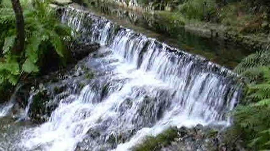 Pontedeume prohíbe el consumo de agua por vertidos al río Eume