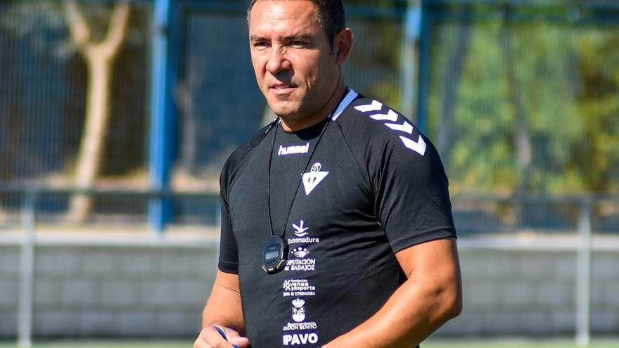 Juan Carlos Gómez prioriza lo táctico en los primeros entrenamientos del Don Benito