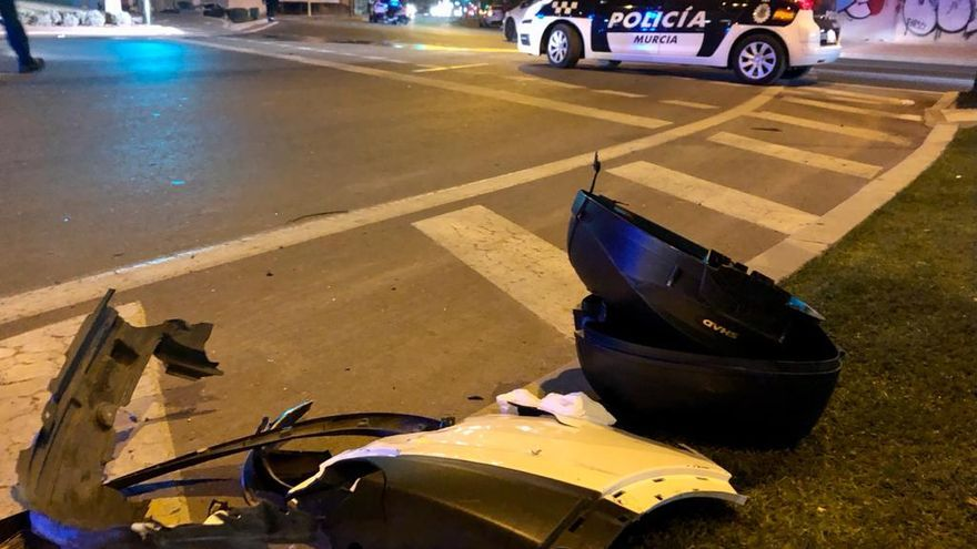 Tres heridos tras chocar un coche y una moto en Murcia