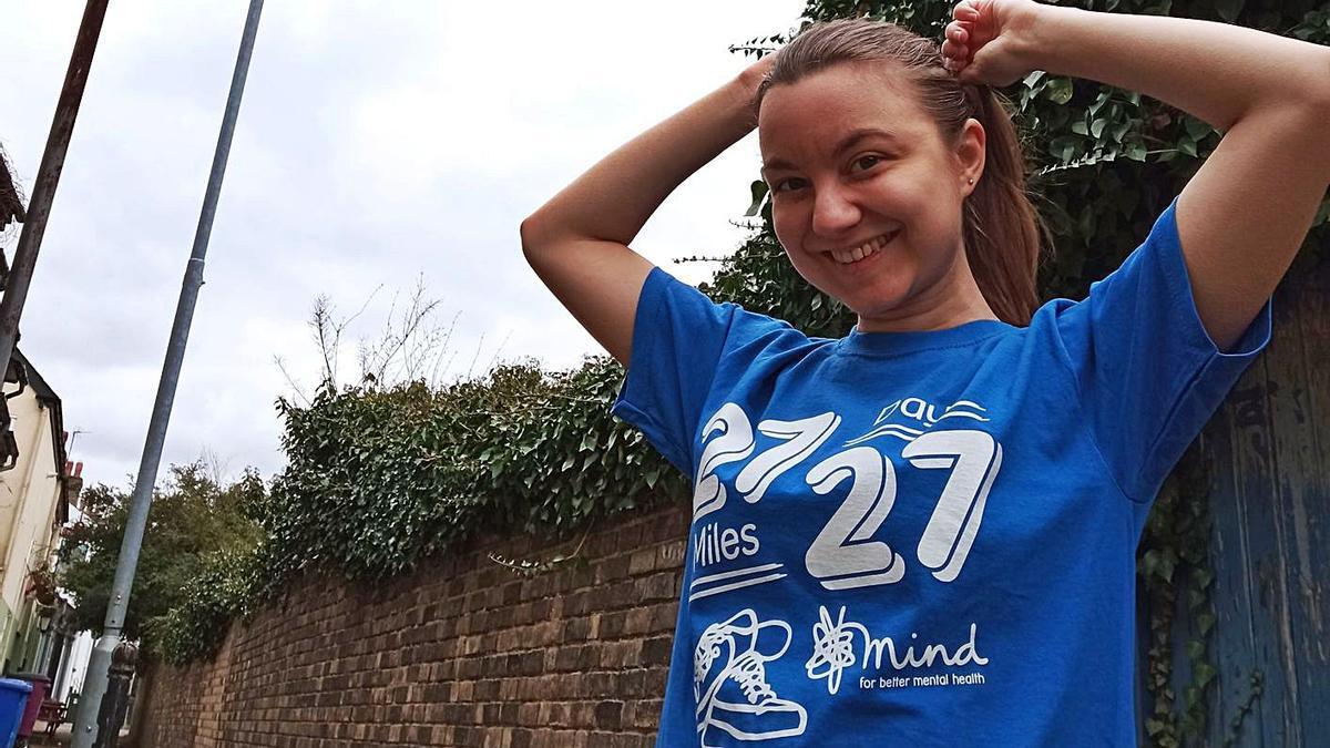 Mireia Cabanes con la camiseta del proyecto «27-27» en una de sus rutas diarias. | LEVANTE-EMV