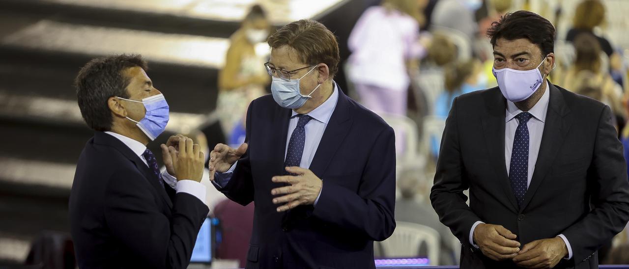 El alcalde de Alicante, a la derecha. En el centro, el presidente Puig con Mazón, presidente de la Diputación, en un acto en junio