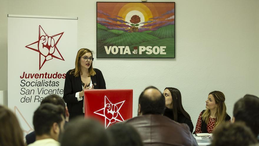 La exjefa de prensa del Ayuntamiento de San Vicente exige que se anule su cese y volver al puesto