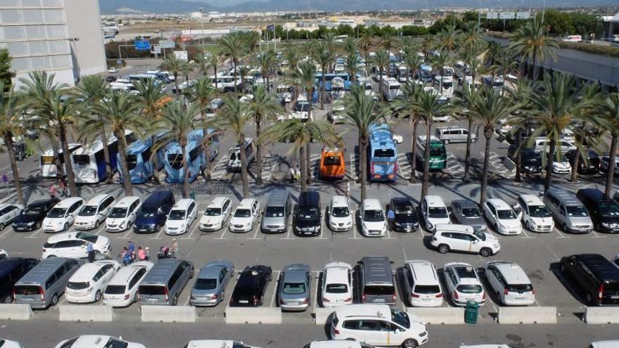 El Govern centra la lucha contra los taxis pirata en los accesos al aeropuerto