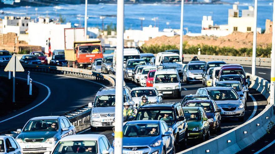 Canarias supera ya la cifra de siete vehículos por cada diez habitantes