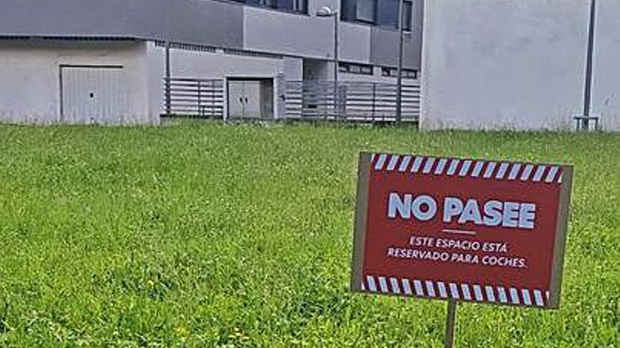 Campaña contra la construcción en la Alameda de Laviana de un nuevo parking
