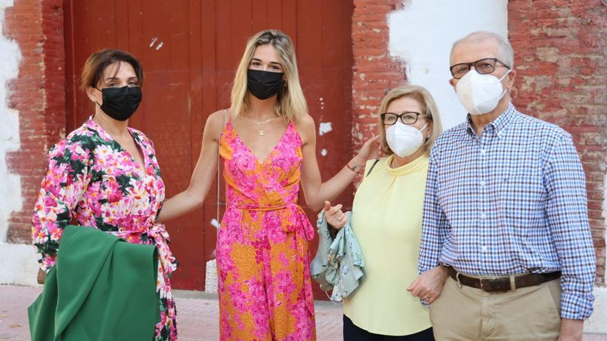 Ana Soria, novia de Enrique Ponce, apoya a su pareja en la plaza de toros de Castellón
