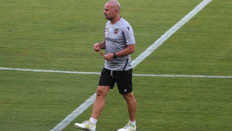 Paco López se lleva a 22 futbolistas para intentar conquistar el Camp Nou