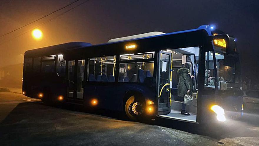 Cambre celebra la implantación de dos líneas de bus que dan servicio al David Buján