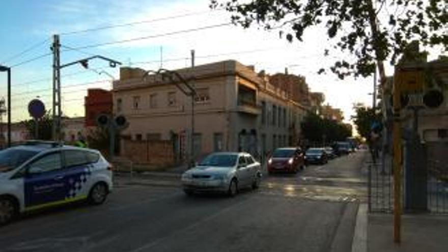 La tramuntana supera els 132 km/h a Portbou i es carrega un pas a nivell de Figueres