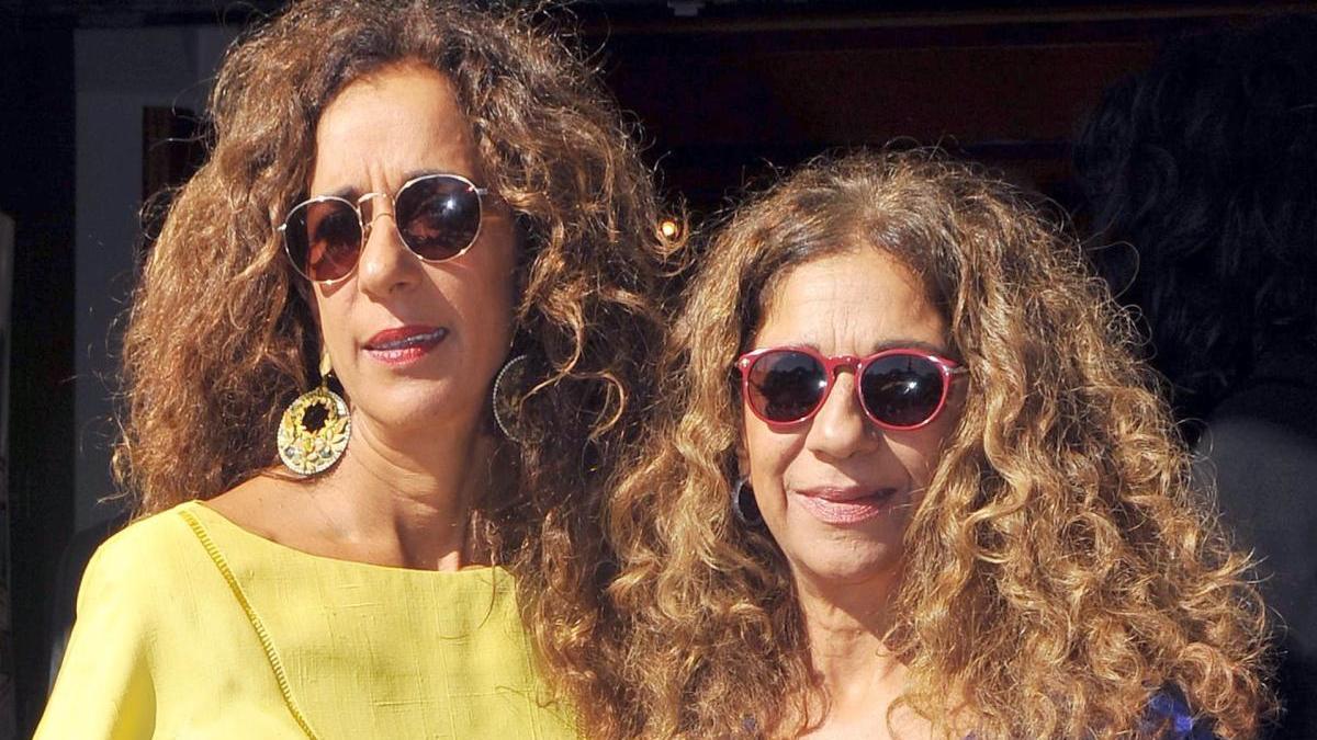 Rosario y Lolita Flores.