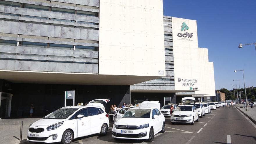 El Ayuntamiento de Zaragoza estudia si cubrir la parada de taxis de la estación Delicias
